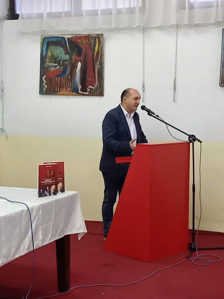 """Promovim i librit """"Arvanitët themeluesit e Greqisë së re"""" nga Arben Llalla"""