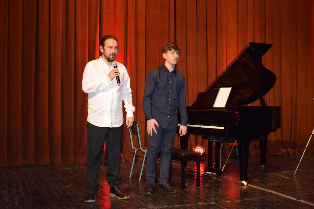 """""""Koncert duo në piano – 4 duart""""nga pianistët e njohur kosovarë Agron Shujaku dhe Ledian Shala"""